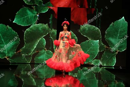 Model Noelia Lopez on the catwalk