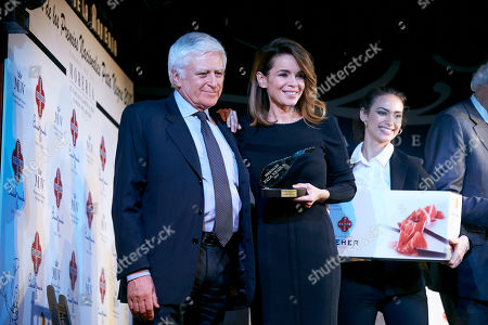Carme Chaparro receives from Paolo Vasile the