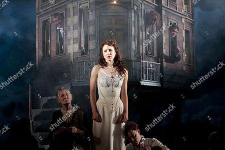 Diana Payne-Myers (Edna), Marianne Oldham (Sheila Birling), Robin Whiting (Eric Birling) rear, l-r: David Roper (Arthur Birling), Sandra Duncan (Sybil Birling), Timothy Watson (Gerald Croft)