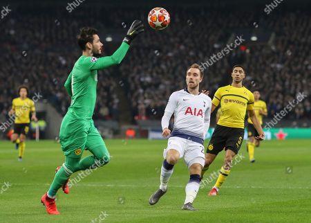 Roman Burki of Borussia Dortmund saves from Christian Eriksen