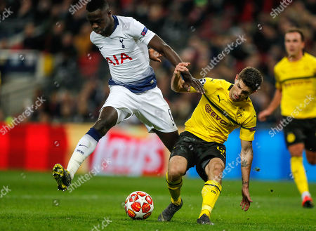 Tottenham defender Davinson Sanchez, left, and Dortmund midfielder Christian Pulisic challenge for the ball during the Champions League round of 16, first leg, soccer match between Tottenham Hotspur and Borussia Dortmund at Wembley stadium in London, England