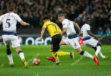Jason Sancho of Borussia Dortmund is traked by Toby Alderweireld of Tottenham Hotspurs