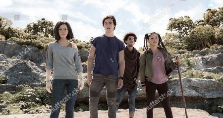 Rosa Salazar as Alita, Keean Johnson as Hugo, Jorge Lendeborg Jr. as Tanji and Lana Condor as Koyomi
