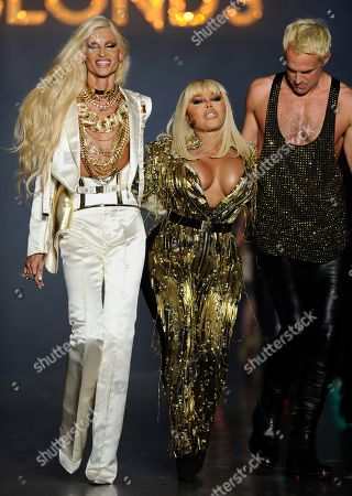 Phillipe Blonde, Lil Kim, David Blond on the catwalk