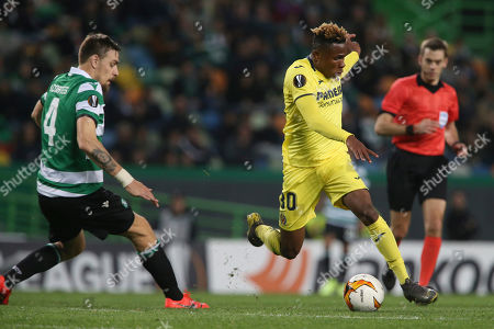 Villarreal's Samuel Chukwueze, center, and Sporting's Sebastian Coates vie for the ball during the Europa League round of 32, first leg, soccer match between Sporting CP and Villarreal at the Alvalade stadium in Lisbon