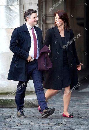 Shadow health secretary Jon Ashworth walks with fellow Labour MP Gloria de Piero at Parliament ahead of a Brexit vote in the House of Commons later today