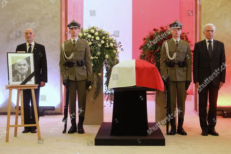 Former Deputy Minister of Economy Piotr Naimski (R) and former Minister of Internal Affairs and Minister of National Defence Antoni Macierewicz (L) stand at the coffin during the memorial services for former Polish Prime Minister Jan Olszewski in the main hall of the Prime Minister's Office in Warsaw, Poland, 15 February 2019. On 16 February, following memorial service at Warsaw Cathedral, the former PM will be laid to rest at Warsaw's Pow¹zki Military Cemetery. Jan Olszewski , who died at the age of 88 on 07 February, headed the Polish government in 1991-1992.