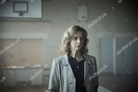 Stock Photo of Abigail Thaw as Dorothea Frazil.