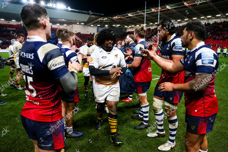 Ashley Johnson of Wasps is clapped off by Bristol Bears players after Wasps win 22-29