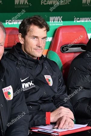 Co-Tainer Jens Lehmann (FC Augsburg), FC Augsburg vs. FC Bayern Muenchen, Football, 1.Bundesliga, 15.02.2019, DFL REGULATIONS PROHIBIT ANY USE OF PHOTOGRAPHS AS IMAGE SEQUENCES AND/OR QUASI-VIDEO