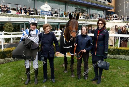 CALIPTO (Charlie Deutsch) with Lady Bolton and Venetia Williams after The Keltbray Swinley Chase Ascot