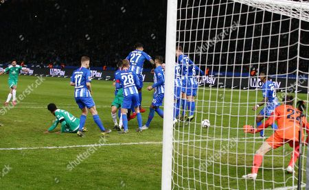 Claudio Pizarro goal  1:1 / Sport / Football / DFL Bundesliga  /  2018/2019 / 16.02.2019 / Hertha BSC Berlin vs. SV Werder Bremen SVW / DFL regulations prohibit any use of photographs as image sequences and/or quasi-video. /