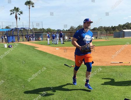 New York Mets' Tim Tebow jogs up the first baseline at spring training baseball practice, in Port St. Lucie, Fla