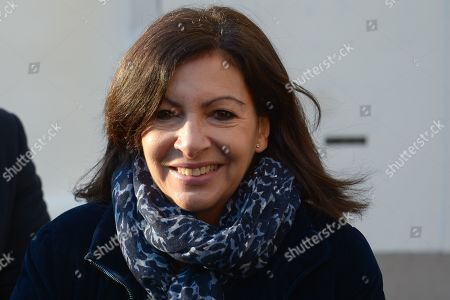 Anne Hidalgo, Mayor of Paris. Anne Hidalgo, Mayor of Paris inaugurated on February 16, 2019 with Jean-Jacques Sempe, Jean-Charles Decaux, Chairman of the Executive Board and Co-CEO of JCDecaux, Christophe Girard, Deputy Culture, Pierre Aidenbaum, Mayor of the 3rd district of Paris and Francois Morel, a fresco by Jean-Jacques Sempe, one of the greatest French cartoonists, on a building of the 3rd district between boulevard des Filles du Calvaire and rue Froissart in Paris. This work was made possible thanks to the support of JCDecaux. 200 hours of work were necessary to the Parisian painter Jean-Marie Havan to make this drawing of 7 meters by 5. Paris, FRANCE - 16/02/2019//HARSIN_FRESQUESEMPE011/1902162253/Credit:ISA HARSIN/SIPA/1902162255
