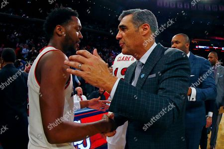 Villanova head coach Jay Wright, right, shakes hands with St. John's guard Shamorie Ponds, left, after an NCAA college basketball game, in New York