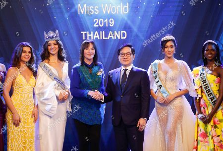 Miss United Kingdom Linzi McLelland of Scotland, Miss World 2018 Vanessa Ponce De Leon of Mexico, Chairman of the Miss World Organization Julia Morley, CEO of TW Pageants Tanawat Wansom of Thailand, Miss Asia 2018 Nicolene Pichapa Limsnukan of Thailand, and Miss Caribbean Kadijah Robinson of Jamaica, pose for photographers during an event to welcome Thailand as the host for the Miss World finals 2019, in Bangkok, Thailand, 18 February 2019. Thailand will host the Miss World finals between mid November to mid December 2019.