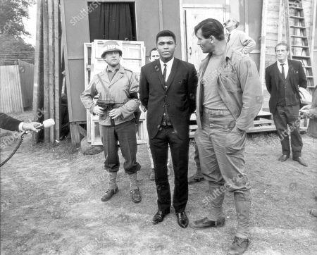 Aug 5, 1966 - London, United Kingdom - Muhammad Ali (formerly Cassius Clay) with actor Clint Walker at Markyate in Herfortshire