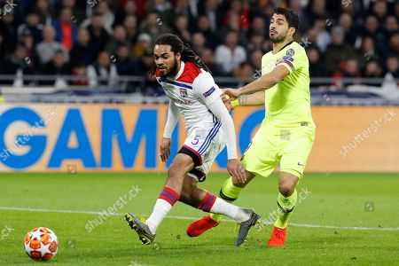 Lyon's Jason Denayer (L) and FC Barcelona's Luis Suarez (R) in action during the UEFA Champions League round of 16 first leg soccer match between Olympique Lyonnais and FC Barcelona at the Groupama Stadium in Decines-Charpieu, near Lyon, France, 19 February 2019.