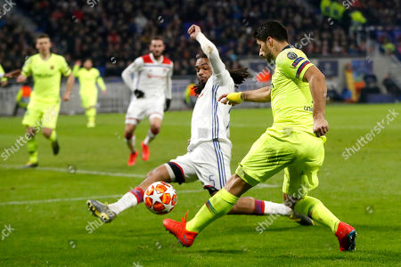 FC Barcelona's Luis Suarez (R) in action against Lyon's Jason Denayer (L) during the UEFA Champions League round of 16 first leg soccer match between Olympique Lyonnais and FC Barcelona at the Groupama Stadium in Decines-Charpieu, near Lyon, France, on 19 February 2019.