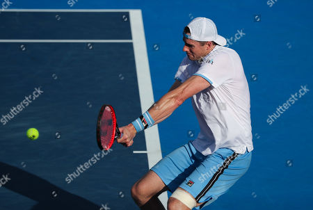 John Isner, of the United States, returns a backhand to Peter Polansky, of Canada, during the first round of the Delray Beach Open ATP professional tennis tournament, played at the Delray Beach Stadium & Tennis Center in Delray Beach, Florida, USA