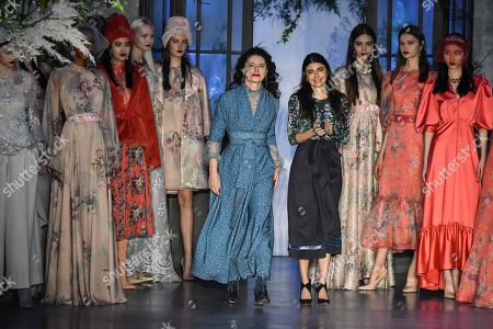 Luisa Beccaria and Lucilla Beccaria on the catwalk