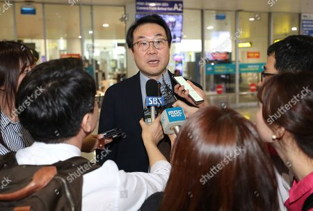 South Korea's chief nuclear envoy Lee Do-hoon speaks to reporters upon arrival at Noi Bai International Airport in Hanoi, Vietnam, 22 February 2019. The second summit between US President Donald Trump and North Korean leader Kim Jong-un will take place in Hanoi on the 27 and 28 February 2019.