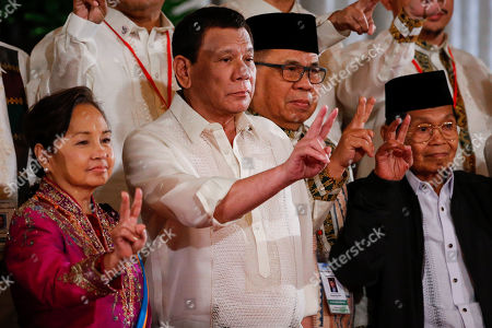 (L-R) Philippine House Speaker and former President Gloria Macapagal-Arroyo, Philippine President Rodrigo Duterte, Moro Islamic Liberation Front (MILF) Chairman Al Haj Murad Ebrahim and vice chairman for political affairs of the Bangsamoro Transition Commision Ghadzali Jaafar gesture the peace sign during a ceremony at the Malacanang Palace in Manila, Philippines, 22 February 2019. A ceremonial confirmation of the Bangsamoro Organic Law and oath-taking of members of the Bangsamaro Transition Authority was held in Malacanang after the ratification of the Bangsamoro Organic Law.