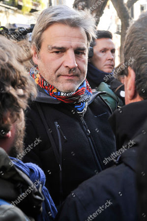 The police evicts four families in Argumosa street in Madrid  Spanish actor Alberto San Juan
