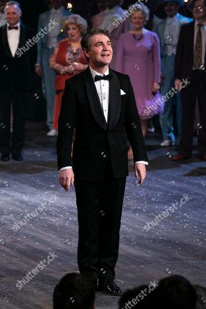 Alexander Hanson (Ben Stone) during the curtain call