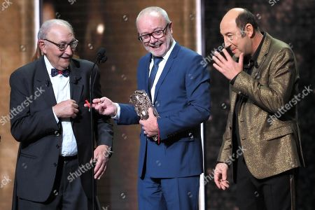 """Olivier Baroux receives a Cesar Award for the film """"Les Tuhces 3"""" for Best Entrance on cinema with Kad Merad and his father"""