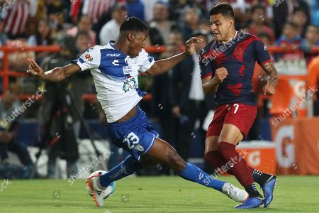 Oscar Murillo (L) of Pachuca vies for the ball against Alexis Vega (R) of Chivas during a soccer game of the Clausura 2019 tournament of Mexican soccer between Tuzos del Pachuca and Chivas de Guadalajara at the Hidalgo stadium of Pachuca, Mexico, 23 February 2019.
