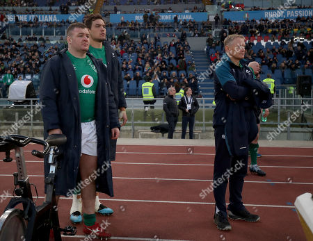 Italy vs Ireland. Ireland's Dave Kilcoyne, Quinn Roux and Head Coach Joe Schmidt during the final moments of the game