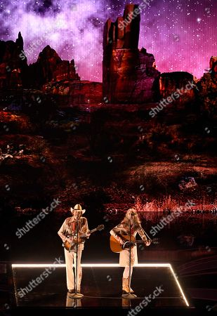 """David Rawlings, Gillian Welch. David Rawlings, left, and Gillian Welch perform """"When A Cowboy Trades His Spurs For Wings"""" from the film """"The Ballad of Buster Scruggs"""" at the Oscars, at the Dolby Theatre in Los Angeles"""