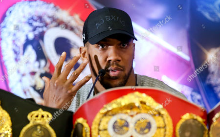Anthony Joshua shows us is gnarled hands - Anthony Joshua & Jarrell Miller Press Conference ahead of their fight at Madison Square Garden on 01/06/2019 Anthony Joshua & Jarrell Miller Press Conference ahead of their fight on 01/06/2019 at Madison Square Garden.