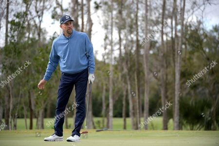 John Smoltz reacts after missing a putt on the first green during the final round of the Tournament of Champions LPGA golf tournament, in Lake Buena Vista, Fla