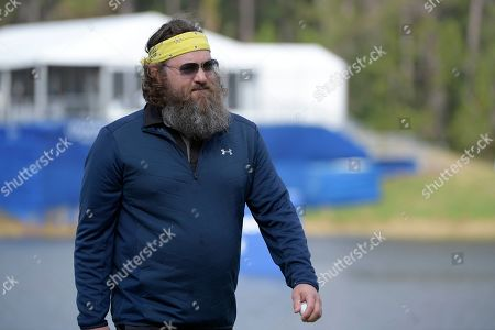 Willie Robertson walks off the 18th green after making a putt during the final round of the Tournament of Champions LPGA golf tournament, in Lake Buena Vista, Fla