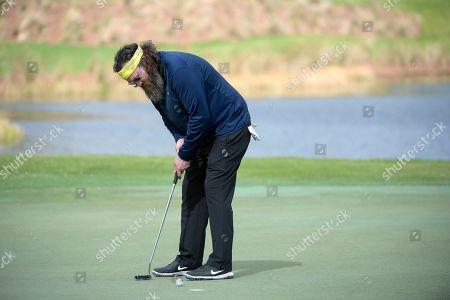 Willie Robertson watches his putt on the 18th green during the final round of the Tournament of Champions LPGA golf tournament, in Lake Buena Vista, Fla