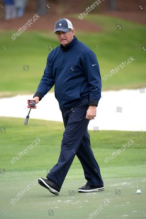 Joe Theismann walks off the 18th green after making a putt during the final round of the Tournament of Champions LPGA golf tournament, in Lake Buena Vista, Fla