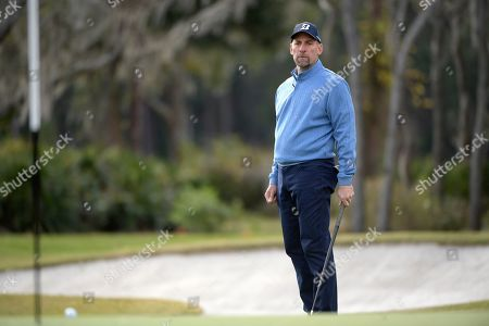John Smoltz watches a putt on the 16th green during the final round of the Tournament of Champions LPGA golf tournament, in Lake Buena Vista, Fla