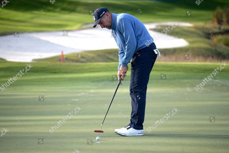 John Smoltz watches a putt on the 18th green during the final round of the Tournament of Champions LPGA golf tournament, in Lake Buena Vista, Fla