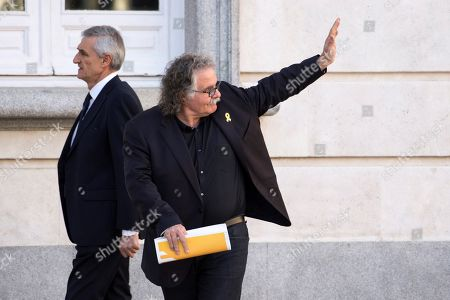 Catalan party ERC's MP Joan Tarda (C) waves as he arrives in the Spanish Supreme Court to testify as witness in a new session of the trial of the so-called 'proces' case against 12 Catalan pro-independence politicians involved in the illegal referendum held back in 2017, in Madrid, Spain, 27 February 2019. Several witnesses, including former Prime Minister Mariano Rajoy, former Deputy Prime Minister Soraya Saenz de Santamaria and former Catalan regional President Artur Mas, are expected to testify later  in the day.