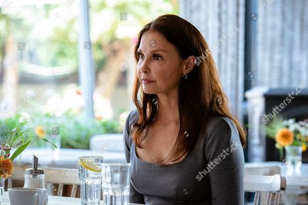Ashley Judd as BB Yates