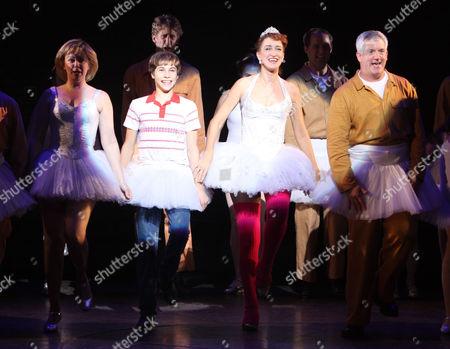 Kiril Kulish, Haydn Gwynne, and the cast of Billy Elliot