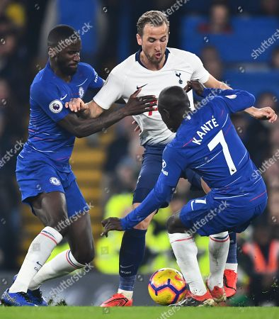 Harry Kane of Tottenham Hotspur battles with Antonio Rudiger and Ngolo Kante of Chelsea
