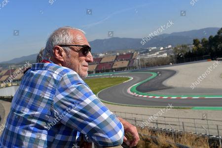 27.02.2019, Circuit de Catalunya, Barcelona, Formula 1 Testfahrten 2019 in Barcelona  ,  Dietrich Mateschitz (Inhaber of  Red Bull) and Dr. Helmut Marko (Red Bull) schauen sich die Augoal an Rennstrecke an.