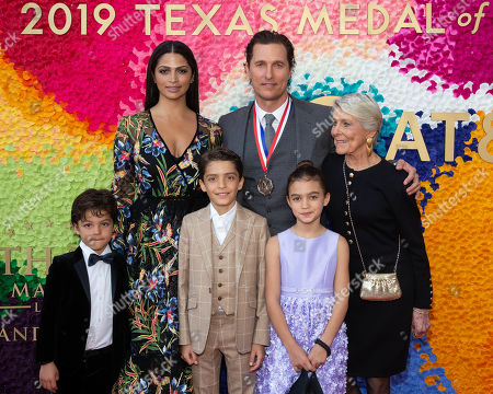 Camila Alves, honoree Matthew McConaughey, his mother Kay McCabe and their three children, Levi Alves McConaughey, Livingston Alves McConaughey and Vida Alves McConaughey