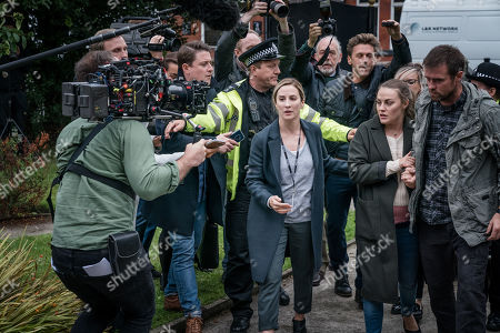 Morven Christie as Lisa Armstrong, Chanel Cresswell as Jess Meredith and Jonas Armstrong as Sean Meredith