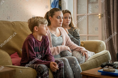 Liam McCheyne as Jake Meredith, Chanel Cresswell as Jess Meredith and Lucy Hillyard as Kelly Meredith