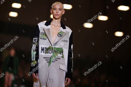 eb331e6aeb06 A model presents a creation from the Fall Winter 2019 20 Women collection by