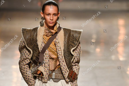 US model Binx Walton presents a creation from the Fall/Winter 2019/20 Women collection by Isabelle Marant during the Paris Fashion Week, in Paris, France, 28 February 2019. The presentation of the Women collections runs from 25 February to 05 March.